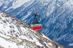 在Elbrus山的老长平底船推力 库存图片