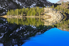 在Ellery湖的镜象反射在优胜美地 图库摄影