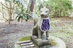 在Enryaku籍附近的Fox雕象 免版税库存图片