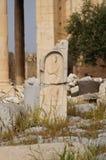 在Erechtheion寺庙在上城小山,雅典, Gr附近的废墟 库存图片