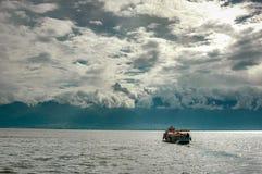 在Erhai湖的一条小船 库存照片