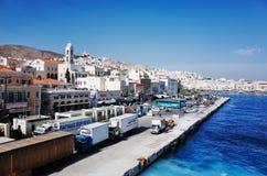 在Ermoupolis镇、锡罗斯岛或者锡罗斯岛或者Syra,希腊的锡罗斯岛口岸 免版税库存图片