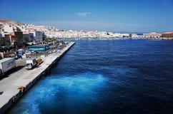 在Ermoupolis镇、锡罗斯岛或者锡罗斯岛或者Syra,希腊的锡罗斯岛口岸 免版税图库摄影