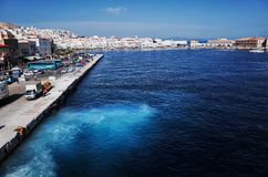 在Ermoupolis镇、锡罗斯岛或者锡罗斯岛或者Syra,希腊的锡罗斯岛口岸 库存照片