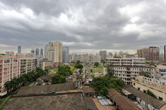 在ershi (第二个市场)社区的厚实的云彩 库存照片