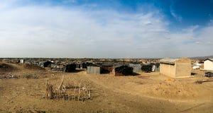 在Erta强麦酒火山,在远处Danakil附近的露营地,埃塞俄比亚 免版税库存照片