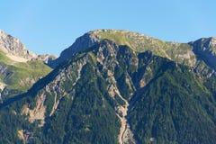 在Eselstein和Sinabell之间的山客舱Guttenberghaus在Dachstein山 免版税库存图片