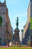 在Esplanadi街道上的Runeberg雕象在赫尔辛基 库存图片