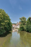 在Esslingen上午Neckar,德国的罗斯・ Neckar运河 库存照片
