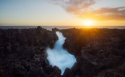 在Etang Salé Gouffre的日落在雷乌尼翁冰岛 图库摄影
