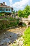 在Etera博物馆储备的堤防和石头桥梁在保加利亚 免版税库存图片