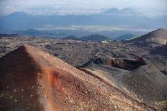 在Etna的火山和熔岩荒野 库存图片