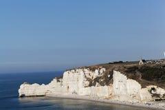 在Etretat Aval峭壁的海岸  库存图片