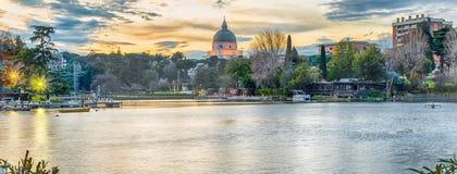 在EUR湖的风景看法在罗马,意大利 免版税库存照片