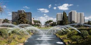 在EUR的罗马喷泉 日森林春天郊区结构 免版税库存照片