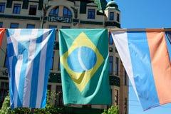 在Europen市前面的欧洲旗子 库存照片