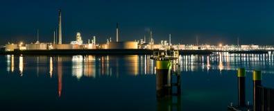 在Europoort的光在蓝色小时 库存图片