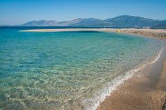 在Evbia海岛上的金黄海滩在希腊 免版税库存图片