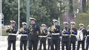 在Evzones卫兵变化期间的军事乐队在雅典上 影视素材