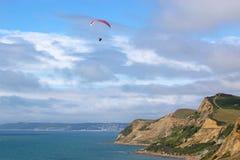 在Eype的滑翔伞 免版税库存图片