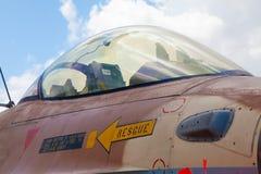 在F-16驾驶舱的特写镜头  库存图片