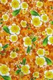 在fablic的蜡染布的美丽的样式花 免版税库存照片