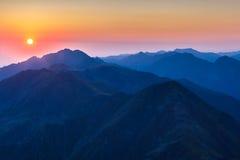 在Fagaras山,南喀尔巴汗的日出 免版税库存照片