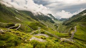 在Fagaras山,罗马尼亚的Transfagarasan路 免版税图库摄影