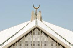 在Faisal清真寺,伊斯兰堡,巴基斯坦的月牙 免版税库存图片