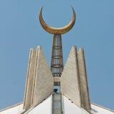 在Faisal清真寺,伊斯兰堡,巴基斯坦的月牙 库存照片