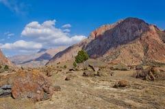 在fann山的山风景,塔吉克斯坦 免版税库存图片