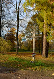 在Feodorovskiy大教堂的木十字架在普希金, 库存图片