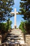 在Filerimos小山的大十字架,罗得岛 免版税图库摄影