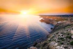 在fiolent的海角的剧烈的日落 库存图片