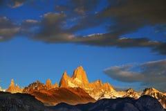 在Fitzroy峰顶的日出  库存照片