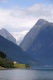 在fjaerlandsfjord冰川挪威之上 免版税图库摄影