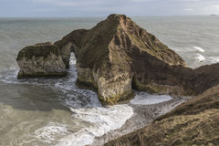 在Flamborough头的被成拱形的海角在约克夏,英国 免版税库存图片