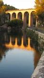 在Fontaine de横谷,法国附近的一座桥梁 图库摄影