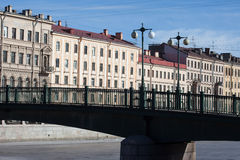 在Fontanka河圣彼得堡,俄罗斯的Krasnoarmeisky桥梁 库存图片