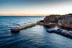 在Fontvieille和摩纳哥港口的鸟瞰图 库存图片