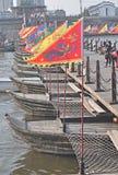 在Fotang镇,浙江,中国风景点的浮动小船  免版税库存图片