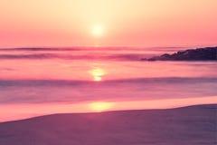 在Furadouro海滩, Ovar,葡萄牙的阿威罗地区的日落 免版税图库摄影