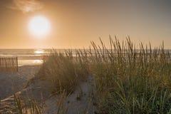 在Furadouro海滩, Ovar,葡萄牙的阿威罗地区的日落 免版税库存照片