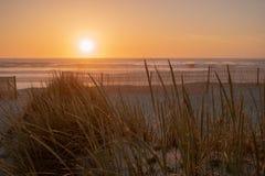 在Furadouro海滩, Ovar,葡萄牙的阿威罗地区的日落 免版税库存图片