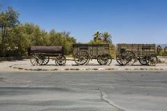 在Furnance小河大农场的入口的老无盖货车在mi 库存照片