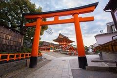 在Fushimi Inari寺庙的Torii门 库存照片