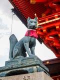 在Fushimi-Inari寺庙1的Fox雕象 免版税库存图片