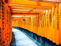 在Fushimi-Inari寺庙3的Torii门 图库摄影