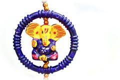 在ganesh chaturthi和diwali deepawali期间通常被卖的印度神阁下ganesha美好的五颜六色的神象在印度商业fai 免版税库存图片