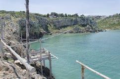 在Gargano海岸的小trebuchet 免版税库存照片
